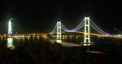祝津公園展望台からの白鳥大橋  [ 北海道 / 室蘭市 ]